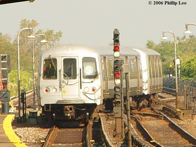 (86k, 794x596)<br><b>Country:</b> United States<br><b>City:</b> New York<br><b>System:</b> New York City Transit<br><b>Line:</b> IND Rockaway<br><b>Location:</b> Broad Channel <br><b>Route:</b> S<br><b>Car:</b> R-44 (St. Louis, 1971-73)  <br><b>Photo by:</b> Phillip Lee<br><b>Date:</b> 10/4/2006<br><b>Viewed (this week/total):</b> 0 / 2124