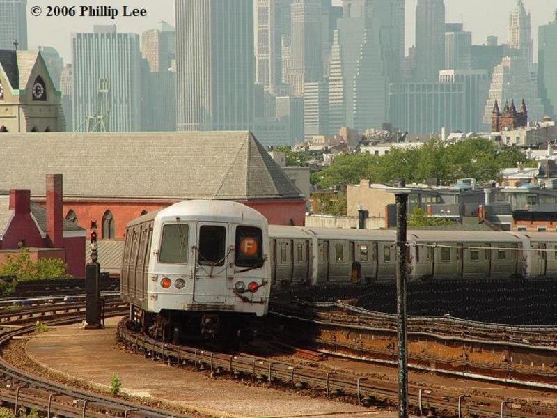 (122k, 800x600)<br><b>Country:</b> United States<br><b>City:</b> New York<br><b>System:</b> New York City Transit<br><b>Line:</b> IND Crosstown Line<br><b>Location:</b> Smith/9th Street <br><b>Route:</b> F<br><b>Car:</b> R-46 (Pullman-Standard, 1974-75)  <br><b>Photo by:</b> Phillip Lee<br><b>Date:</b> 7/29/2006<br><b>Viewed (this week/total):</b> 6 / 1817