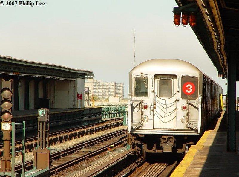 (111k, 800x592)<br><b>Country:</b> United States<br><b>City:</b> New York<br><b>System:</b> New York City Transit<br><b>Line:</b> IRT Brooklyn Line<br><b>Location:</b> Junius Street <br><b>Route:</b> 3<br><b>Car:</b> R-62 (Kawasaki, 1983-1985)   <br><b>Photo by:</b> Phillip Lee<br><b>Date:</b> 5/9/2007<br><b>Viewed (this week/total):</b> 0 / 2519