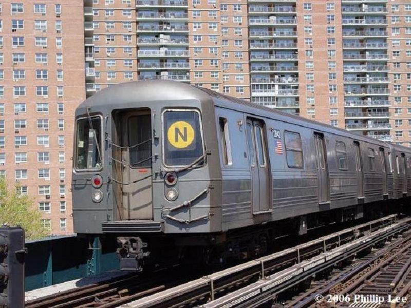 (128k, 800x600)<br><b>Country:</b> United States<br><b>City:</b> New York<br><b>System:</b> New York City Transit<br><b>Line:</b> BMT Brighton Line<br><b>Location:</b> West 8th Street <br><b>Route:</b> N<br><b>Car:</b> R-68 (Westinghouse-Amrail, 1986-1988)  2642 <br><b>Photo by:</b> Phillip Lee<br><b>Date:</b> 4/29/2006<br><b>Viewed (this week/total):</b> 2 / 2260