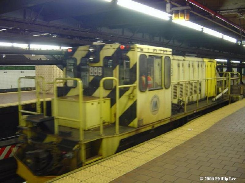 (87k, 800x599)<br><b>Country:</b> United States<br><b>City:</b> New York<br><b>System:</b> New York City Transit<br><b>Line:</b> IND 8th Avenue Line<br><b>Location:</b> 125th Street <br><b>Route:</b> Work Service<br><b>Car:</b> R-77 Locomotive  888 <br><b>Photo by:</b> Phillip Lee<br><b>Date:</b> 1/30/2006<br><b>Viewed (this week/total):</b> 0 / 2236