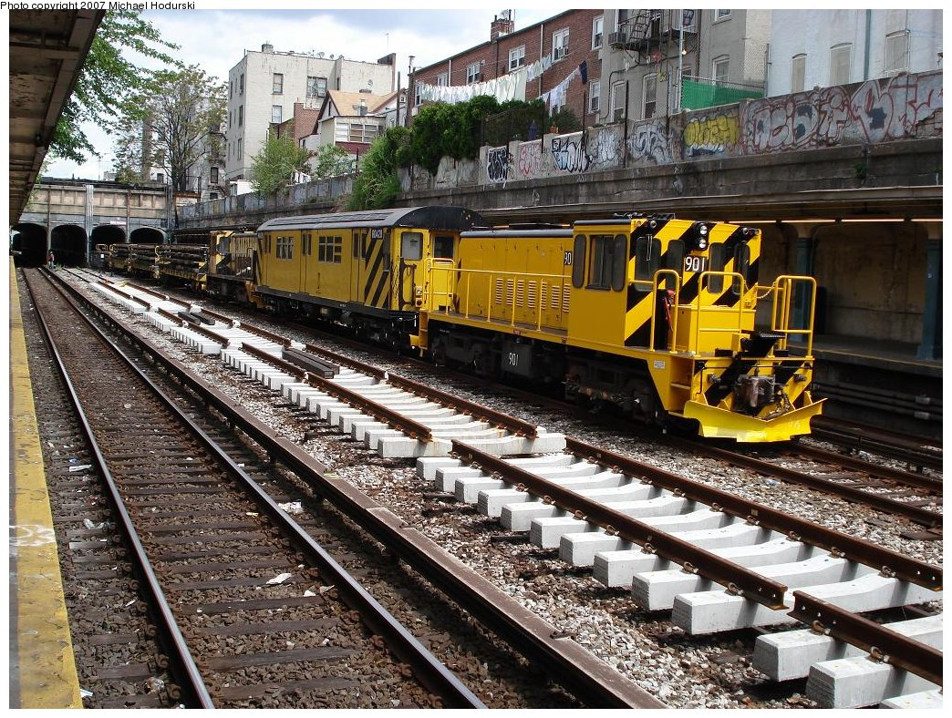 (317k, 1044x788)<br><b>Country:</b> United States<br><b>City:</b> New York<br><b>System:</b> New York City Transit<br><b>Line:</b> BMT Sea Beach Line<br><b>Location:</b> Bay Parkway (22nd Avenue) <br><b>Route:</b> Work Service<br><b>Car:</b> R-77 Locomotive  901 <br><b>Photo by:</b> Michael Hodurski<br><b>Date:</b> 5/19/2007<br><b>Notes:</b> Sea Beach line track reconstruction.<br><b>Viewed (this week/total):</b> 2 / 1678