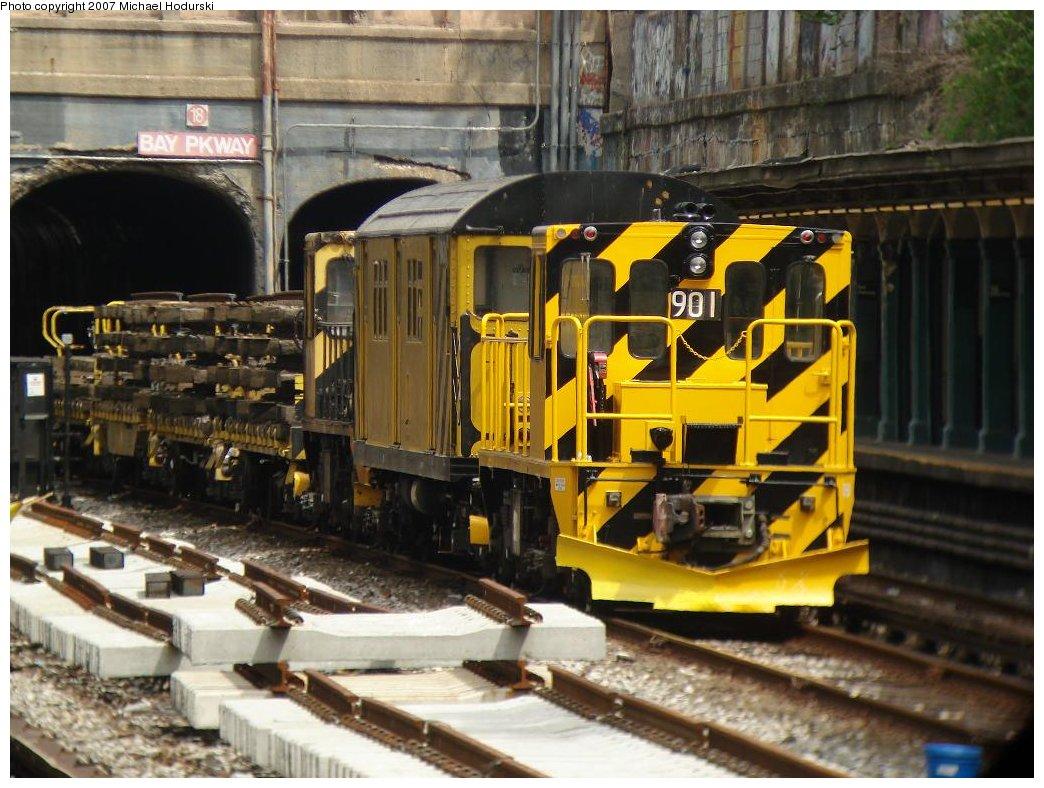 (198k, 1044x788)<br><b>Country:</b> United States<br><b>City:</b> New York<br><b>System:</b> New York City Transit<br><b>Line:</b> BMT Sea Beach Line<br><b>Location:</b> Bay Parkway (22nd Avenue) <br><b>Route:</b> Work Service<br><b>Car:</b> R-77 Locomotive  901 <br><b>Photo by:</b> Michael Hodurski<br><b>Date:</b> 5/19/2007<br><b>Notes:</b> Sea Beach line track reconstruction.<br><b>Viewed (this week/total):</b> 0 / 1483