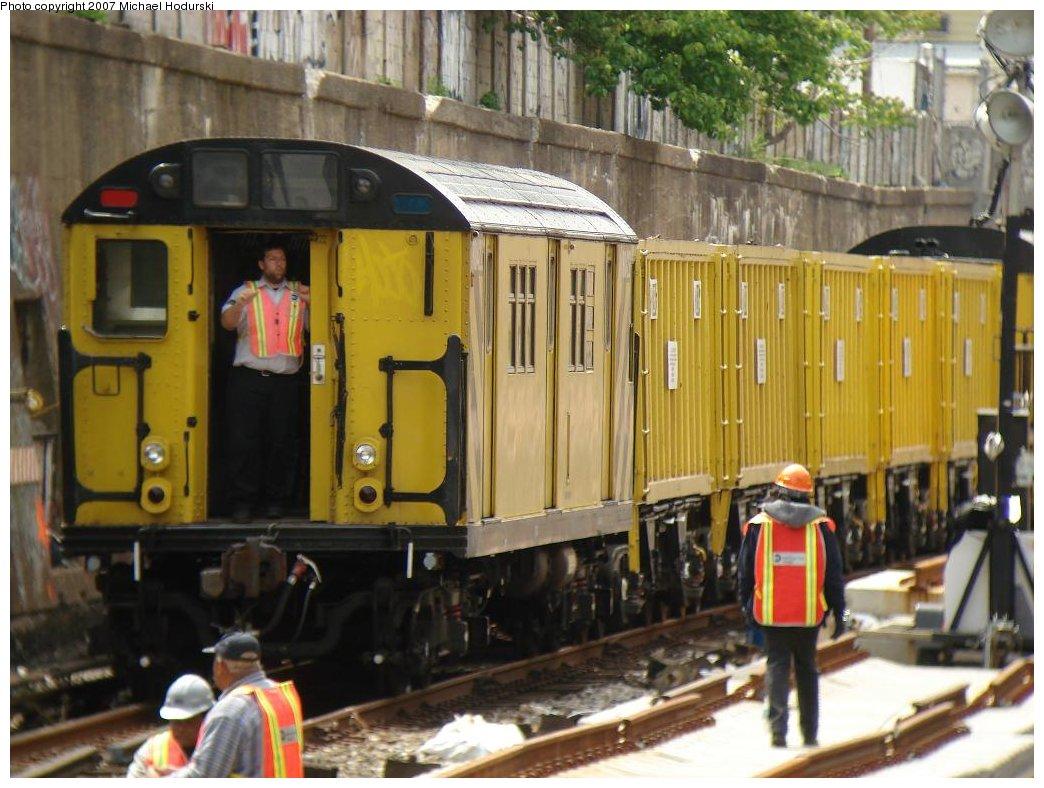(184k, 1044x788)<br><b>Country:</b> United States<br><b>City:</b> New York<br><b>System:</b> New York City Transit<br><b>Line:</b> BMT Sea Beach Line<br><b>Location:</b> Bay Parkway (22nd Avenue) <br><b>Route:</b> Work Service<br><b>Car:</b> R-161 Rider Car (ex-R-33)  RD422 (ex-8862)<br><b>Photo by:</b> Michael Hodurski<br><b>Date:</b> 5/19/2007<br><b>Notes:</b> Sea Beach line track reconstruction.<br><b>Viewed (this week/total):</b> 6 / 2259