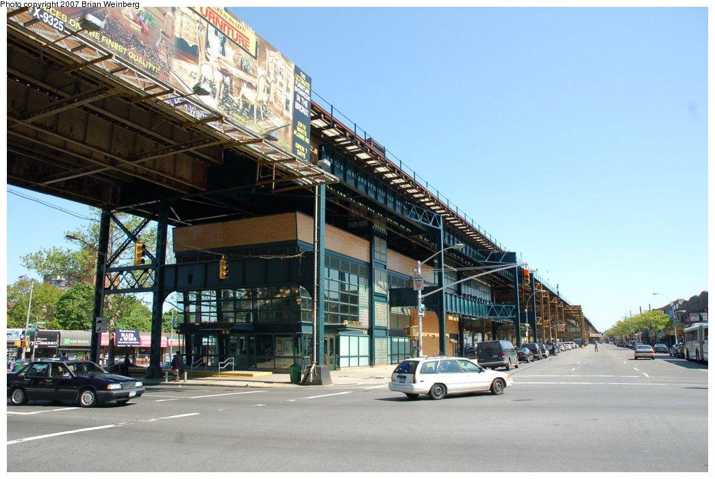 (217k, 1044x700)<br><b>Country:</b> United States<br><b>City:</b> New York<br><b>System:</b> New York City Transit<br><b>Line:</b> IRT White Plains Road Line<br><b>Location:</b> Gun Hill Road <br><b>Photo by:</b> Brian Weinberg<br><b>Date:</b> 5/13/2007<br><b>Notes:</b> View of the new headhouse.<br><b>Viewed (this week/total):</b> 0 / 3753