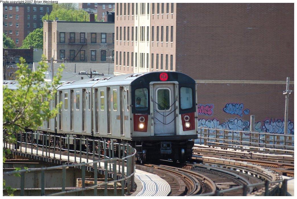 (242k, 1044x700)<br><b>Country:</b> United States<br><b>City:</b> New York<br><b>System:</b> New York City Transit<br><b>Line:</b> IRT White Plains Road Line<br><b>Location:</b> Gun Hill Road <br><b>Route:</b> 2<br><b>Car:</b> R-142 (Primary Order, Bombardier, 1999-2002)  6406 <br><b>Photo by:</b> Brian Weinberg<br><b>Date:</b> 5/13/2007<br><b>Viewed (this week/total):</b> 3 / 2863
