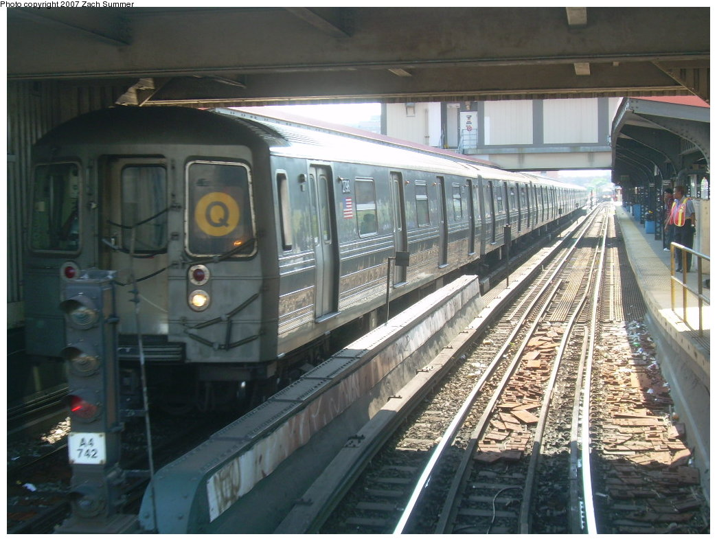 (218k, 1044x788)<br><b>Country:</b> United States<br><b>City:</b> New York<br><b>System:</b> New York City Transit<br><b>Line:</b> BMT Brighton Line<br><b>Location:</b> Brighton Beach <br><b>Route:</b> Q<br><b>Car:</b> R-68 (Westinghouse-Amrail, 1986-1988)  2798 <br><b>Photo by:</b> Zach Summer<br><b>Date:</b> 5/24/2007<br><b>Viewed (this week/total):</b> 1 / 1909