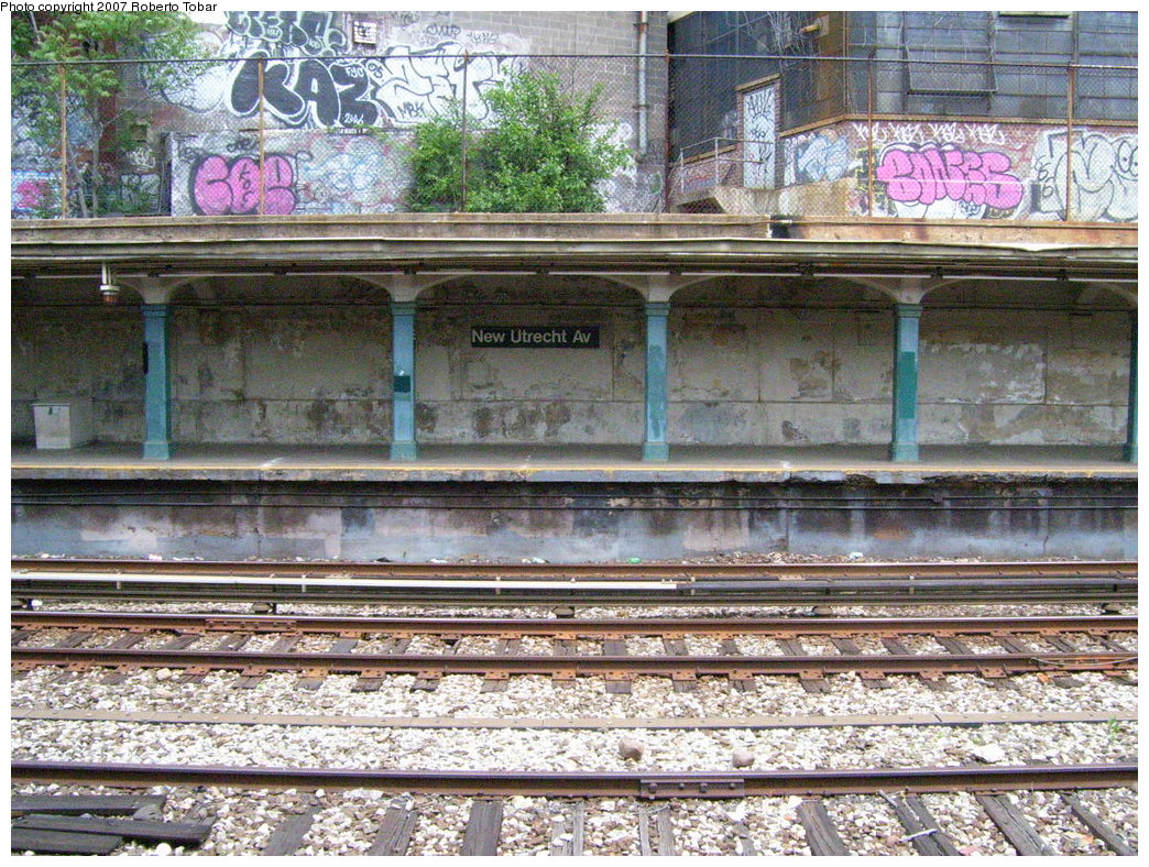 (299k, 1044x788)<br><b>Country:</b> United States<br><b>City:</b> New York<br><b>System:</b> New York City Transit<br><b>Line:</b> BMT Sea Beach Line<br><b>Location:</b> New Utrecht Avenue <br><b>Photo by:</b> Roberto C. Tobar<br><b>Date:</b> 5/26/2007<br><b>Notes:</b> Platform view.<br><b>Viewed (this week/total):</b> 0 / 1215