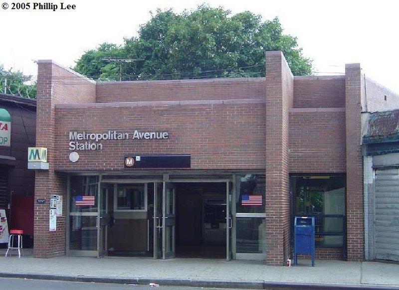 (109k, 800x582)<br><b>Country:</b> United States<br><b>City:</b> New York<br><b>System:</b> New York City Transit<br><b>Line:</b> BMT Myrtle Avenue Line<br><b>Location:</b> Metropolitan Avenue <br><b>Photo by:</b> Phillip Lee<br><b>Date:</b> 8/2/2005<br><b>Notes:</b> Station entrance.<br><b>Viewed (this week/total):</b> 1 / 3015