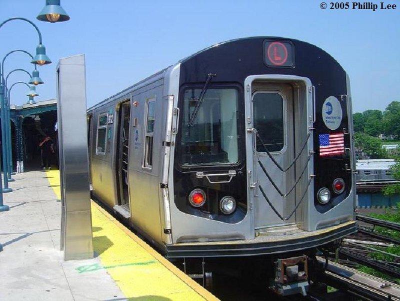 (99k, 800x601)<br><b>Country:</b> United States<br><b>City:</b> New York<br><b>System:</b> New York City Transit<br><b>Line:</b> BMT Canarsie Line<br><b>Location:</b> Broadway Junction <br><b>Route:</b> L<br><b>Car:</b> R-143 (Kawasaki, 2001-2002)  <br><b>Photo by:</b> Phillip Lee<br><b>Date:</b> 6/7/2005<br><b>Viewed (this week/total):</b> 0 / 2022