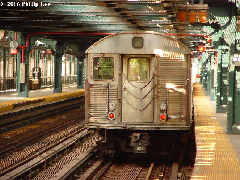 (132k, 800x600)<br><b>Country:</b> United States<br><b>City:</b> New York<br><b>System:</b> New York City Transit<br><b>Line:</b> BMT Culver Line<br><b>Location:</b> West 8th Street <br><b>Route:</b> F<br><b>Car:</b> R-32 (Budd, 1964)   <br><b>Photo by:</b> Phillip Lee<br><b>Date:</b> 7/29/2006<br><b>Viewed (this week/total):</b> 0 / 2547