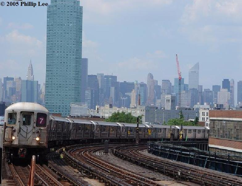 (92k, 785x603)<br><b>Country:</b> United States<br><b>City:</b> New York<br><b>System:</b> New York City Transit<br><b>Line:</b> IRT Flushing Line<br><b>Location:</b> 33rd Street/Rawson Street <br><b>Route:</b> 7<br><b>Car:</b> R-62A (Bombardier, 1984-1987)   <br><b>Photo by:</b> Phillip Lee<br><b>Date:</b> 8/2/2005<br><b>Viewed (this week/total):</b> 1 / 1869