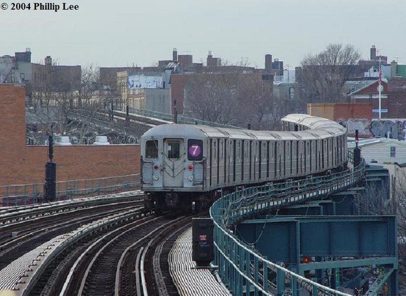 (103k, 800x584)<br><b>Country:</b> United States<br><b>City:</b> New York<br><b>System:</b> New York City Transit<br><b>Line:</b> IRT Flushing Line<br><b>Location:</b> 61st Street/Woodside <br><b>Route:</b> 7<br><b>Car:</b> R-62A (Bombardier, 1984-1987)   <br><b>Photo by:</b> Phillip Lee<br><b>Date:</b> 11/20/2004<br><b>Viewed (this week/total):</b> 1 / 2005