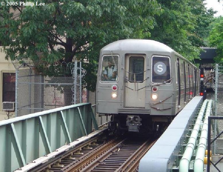 (126k, 777x600)<br><b>Country:</b> United States<br><b>City:</b> New York<br><b>System:</b> New York City Transit<br><b>Line:</b> BMT Franklin<br><b>Location:</b> Park Place <br><b>Route:</b> Franklin Shuttle<br><b>Car:</b> R-68 (Westinghouse-Amrail, 1986-1988)   <br><b>Photo by:</b> Phillip Lee<br><b>Date:</b> 8/7/2005<br><b>Viewed (this week/total):</b> 1 / 3901