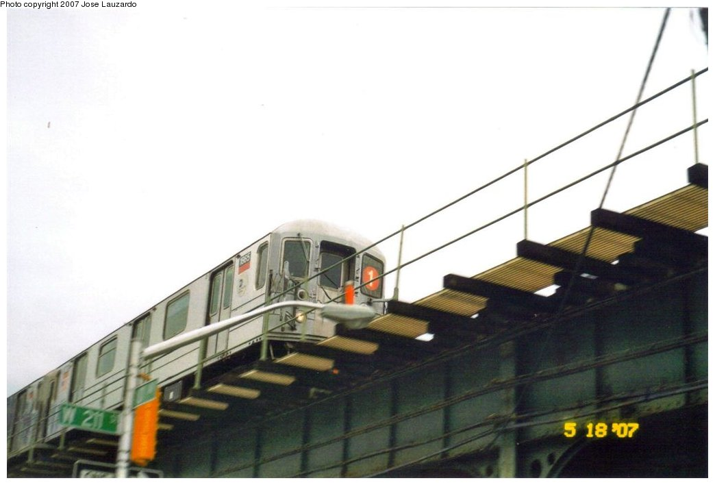 (92k, 1044x708)<br><b>Country:</b> United States<br><b>City:</b> New York<br><b>System:</b> New York City Transit<br><b>Line:</b> IRT West Side Line<br><b>Location:</b> 207th Street <br><b>Route:</b> 1<br><b>Car:</b> R-62A (Bombardier, 1984-1987)  1865 <br><b>Photo by:</b> Jose Lauzardo<br><b>Date:</b> 5/26/2007<br><b>Notes:</b> Southbound at 211th St. just about to enter 207th. Street Station.<br><b>Viewed (this week/total):</b> 0 / 3106