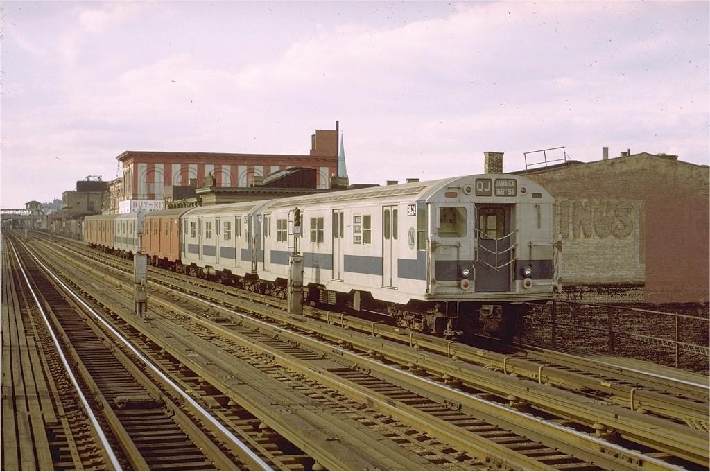 (211k, 1024x681)<br><b>Country:</b> United States<br><b>City:</b> New York<br><b>System:</b> New York City Transit<br><b>Line:</b> BMT Nassau Street/Jamaica Line<br><b>Location:</b> Kosciuszko Street <br><b>Route:</b> QJ<br><b>Car:</b> R-30 (St. Louis, 1961) 8424 <br><b>Photo by:</b> Joe Testagrose<br><b>Date:</b> 9/25/1971<br><b>Viewed (this week/total):</b> 0 / 2437