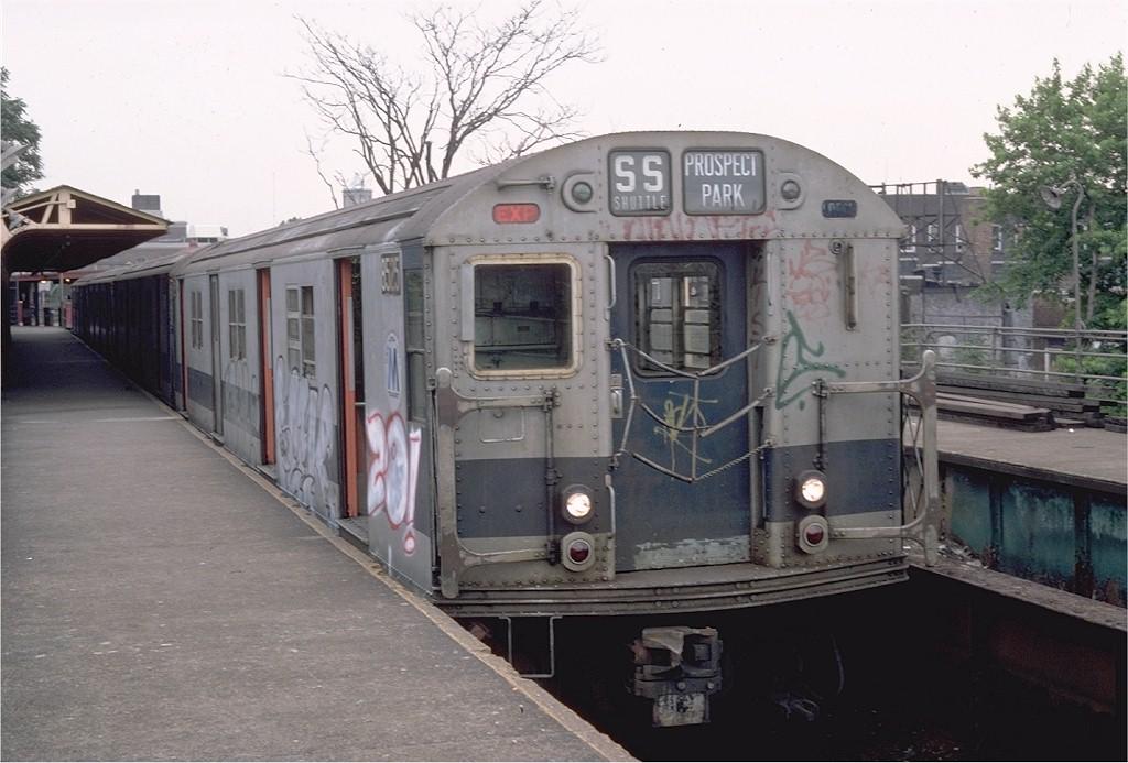 (177k, 1024x693)<br><b>Country:</b> United States<br><b>City:</b> New York<br><b>System:</b> New York City Transit<br><b>Line:</b> BMT Franklin<br><b>Location:</b> Franklin Avenue <br><b>Route:</b> Franklin Shuttle<br><b>Car:</b> R-30 (St. Louis, 1961) 8525 <br><b>Photo by:</b> Steve Zabel<br><b>Collection of:</b> Joe Testagrose<br><b>Date:</b> 7/1982<br><b>Viewed (this week/total):</b> 0 / 2341