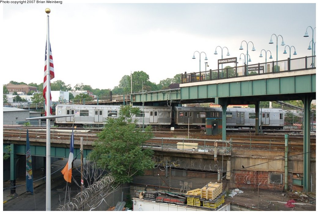 (221k, 1044x700)<br><b>Country:</b> United States<br><b>City:</b> New York<br><b>System:</b> New York City Transit<br><b>Location:</b> East New York Yard/Shops<br><b>Car:</b> R-42 (St. Louis, 1969-1970)  4906/4907 <br><b>Photo by:</b> Brian Weinberg<br><b>Date:</b> 5/28/2007<br><b>Viewed (this week/total):</b> 0 / 2842