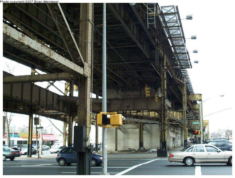 (120k, 820x620)<br><b>Country:</b> United States<br><b>City:</b> New York<br><b>System:</b> New York City Transit<br><b>Line:</b> IRT White Plains Road Line<br><b>Location:</b> Gun Hill Road <br><b>Photo by:</b> Brian Weinberg<br><b>Date:</b> 2/27/2001<br><b>Notes:</b> Gun Hill Rd. station prior to reconstruction.<br><b>Viewed (this week/total):</b> 1 / 2077