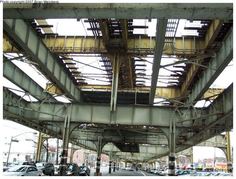 (148k, 820x620)<br><b>Country:</b> United States<br><b>City:</b> New York<br><b>System:</b> New York City Transit<br><b>Line:</b> IRT White Plains Road Line<br><b>Location:</b> Gun Hill Road <br><b>Photo by:</b> Brian Weinberg<br><b>Date:</b> 2/27/2001<br><b>Notes:</b> Gun Hill Rd. station prior to reconstruction.<br><b>Viewed (this week/total):</b> 0 / 1924