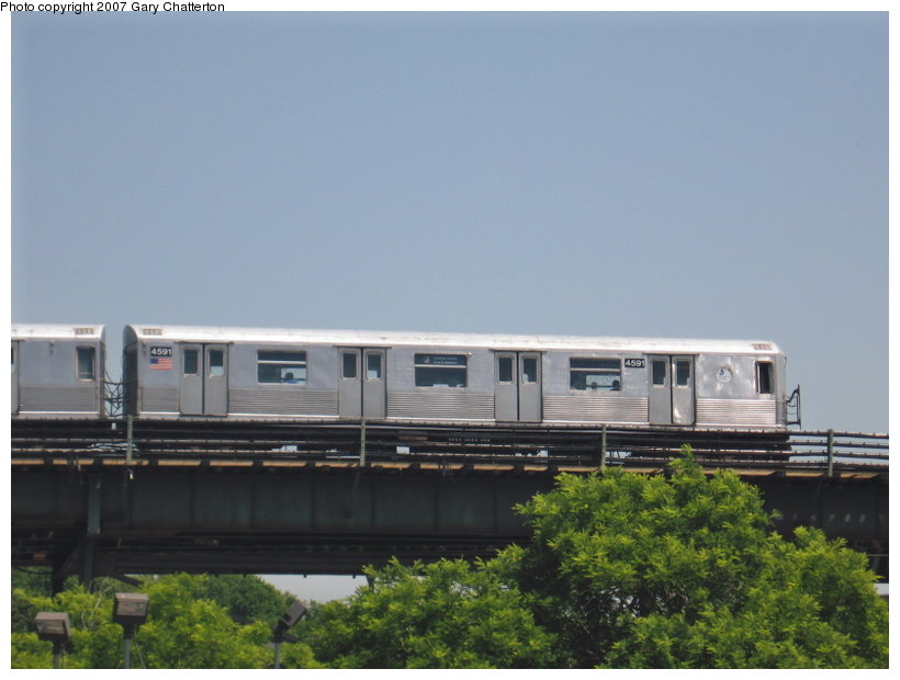 (81k, 820x620)<br><b>Country:</b> United States<br><b>City:</b> New York<br><b>System:</b> New York City Transit<br><b>Line:</b> BMT Nassau Street/Jamaica Line<br><b>Location:</b> Alabama Avenue <br><b>Route:</b> J<br><b>Car:</b> R-42 (St. Louis, 1969-1970)  4591 <br><b>Photo by:</b> Gary Chatterton<br><b>Date:</b> 5/30/2007<br><b>Viewed (this week/total):</b> 1 / 2554