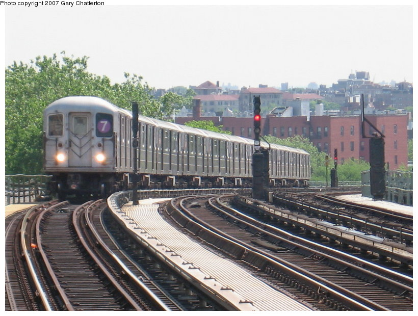 (128k, 820x620)<br><b>Country:</b> United States<br><b>City:</b> New York<br><b>System:</b> New York City Transit<br><b>Line:</b> IRT Flushing Line<br><b>Location:</b> 52nd Street/Lincoln Avenue <br><b>Route:</b> 7<br><b>Car:</b> R-62A (Bombardier, 1984-1987)  1786 <br><b>Photo by:</b> Gary Chatterton<br><b>Date:</b> 5/24/2007<br><b>Viewed (this week/total):</b> 0 / 2025