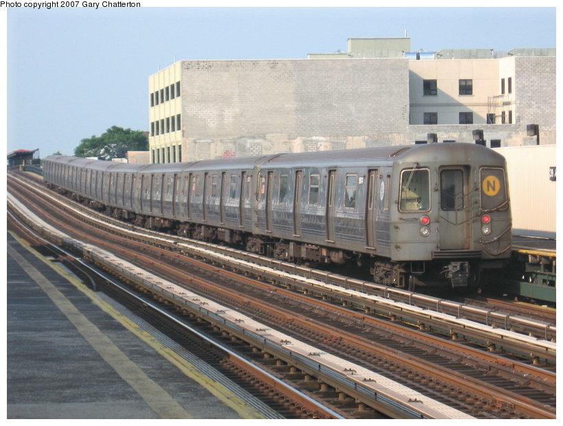 (116k, 820x620)<br><b>Country:</b> United States<br><b>City:</b> New York<br><b>System:</b> New York City Transit<br><b>Line:</b> BMT Astoria Line<br><b>Location:</b> 39th/Beebe Aves. <br><b>Route:</b> N<br><b>Car:</b> R-68A (Kawasaki, 1988-1989)  5074 <br><b>Photo by:</b> Gary Chatterton<br><b>Date:</b> 5/27/2007<br><b>Viewed (this week/total):</b> 1 / 2088