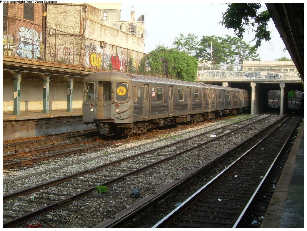 (290k, 1044x788)<br><b>Country:</b> United States<br><b>City:</b> New York<br><b>System:</b> New York City Transit<br><b>Line:</b> BMT Sea Beach Line<br><b>Location:</b> New Utrecht Avenue <br><b>Route:</b> N<br><b>Car:</b> R-68A (Kawasaki, 1988-1989)  5122 <br><b>Photo by:</b> Zach Summer<br><b>Date:</b> 5/27/2007<br><b>Viewed (this week/total):</b> 1 / 2182