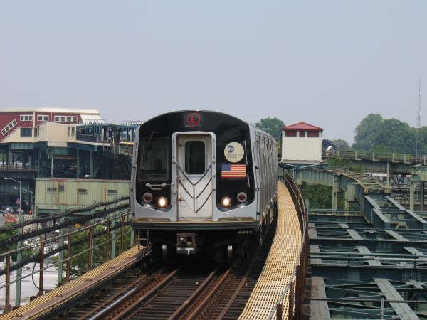 (41k, 600x450)<br><b>Country:</b> United States<br><b>City:</b> New York<br><b>System:</b> New York City Transit<br><b>Line:</b> BMT Canarsie Line<br><b>Location:</b> Atlantic Avenue <br><b>Route:</b> L<br><b>Car:</b> R-143 (Kawasaki, 2001-2002)  <br><b>Photo by:</b> Professor J<br><b>Date:</b> 6/1/2007<br><b>Viewed (this week/total):</b> 0 / 2133