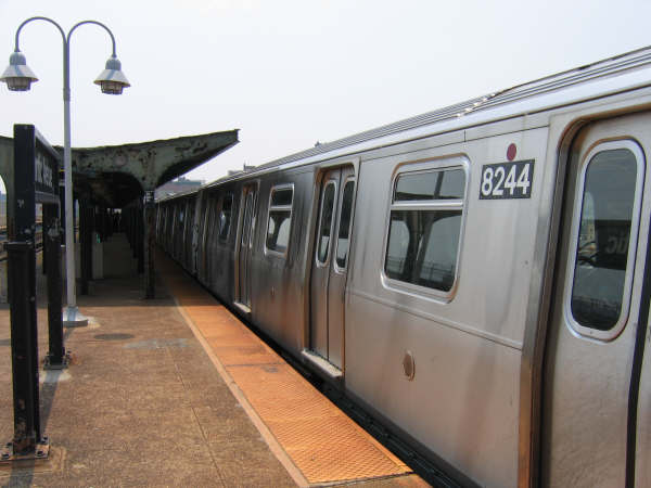 (35k, 600x450)<br><b>Country:</b> United States<br><b>City:</b> New York<br><b>System:</b> New York City Transit<br><b>Line:</b> BMT Canarsie Line<br><b>Location:</b> Atlantic Avenue <br><b>Route:</b> L<br><b>Car:</b> R-143 (Kawasaki, 2001-2002) 8244 <br><b>Photo by:</b> Professor J<br><b>Date:</b> 6/1/2007<br><b>Viewed (this week/total):</b> 0 / 2858