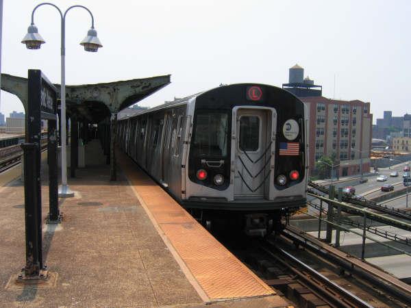 (39k, 600x450)<br><b>Country:</b> United States<br><b>City:</b> New York<br><b>System:</b> New York City Transit<br><b>Line:</b> BMT Canarsie Line<br><b>Location:</b> Atlantic Avenue <br><b>Route:</b> L<br><b>Car:</b> R-143 (Kawasaki, 2001-2002)  <br><b>Photo by:</b> Professor J<br><b>Date:</b> 6/1/2007<br><b>Viewed (this week/total):</b> 1 / 2032