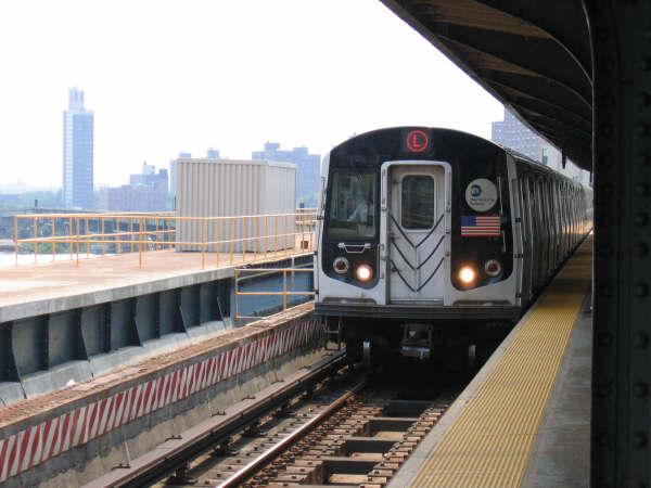 (39k, 600x450)<br><b>Country:</b> United States<br><b>City:</b> New York<br><b>System:</b> New York City Transit<br><b>Line:</b> BMT Canarsie Line<br><b>Location:</b> Atlantic Avenue <br><b>Route:</b> L<br><b>Car:</b> R-143 (Kawasaki, 2001-2002)  <br><b>Photo by:</b> Professor J<br><b>Date:</b> 6/1/2007<br><b>Viewed (this week/total):</b> 0 / 2229