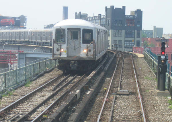 (42k, 600x425)<br><b>Country:</b> United States<br><b>City:</b> New York<br><b>System:</b> New York City Transit<br><b>Line:</b> BMT Nassau Street/Jamaica Line<br><b>Location:</b> Williamsburg Bridge<br><b>Route:</b> J<br><b>Car:</b> R-42 (St. Louis, 1969-1970)   <br><b>Photo by:</b> Professor J<br><b>Date:</b> 6/1/2007<br><b>Viewed (this week/total):</b> 0 / 2442