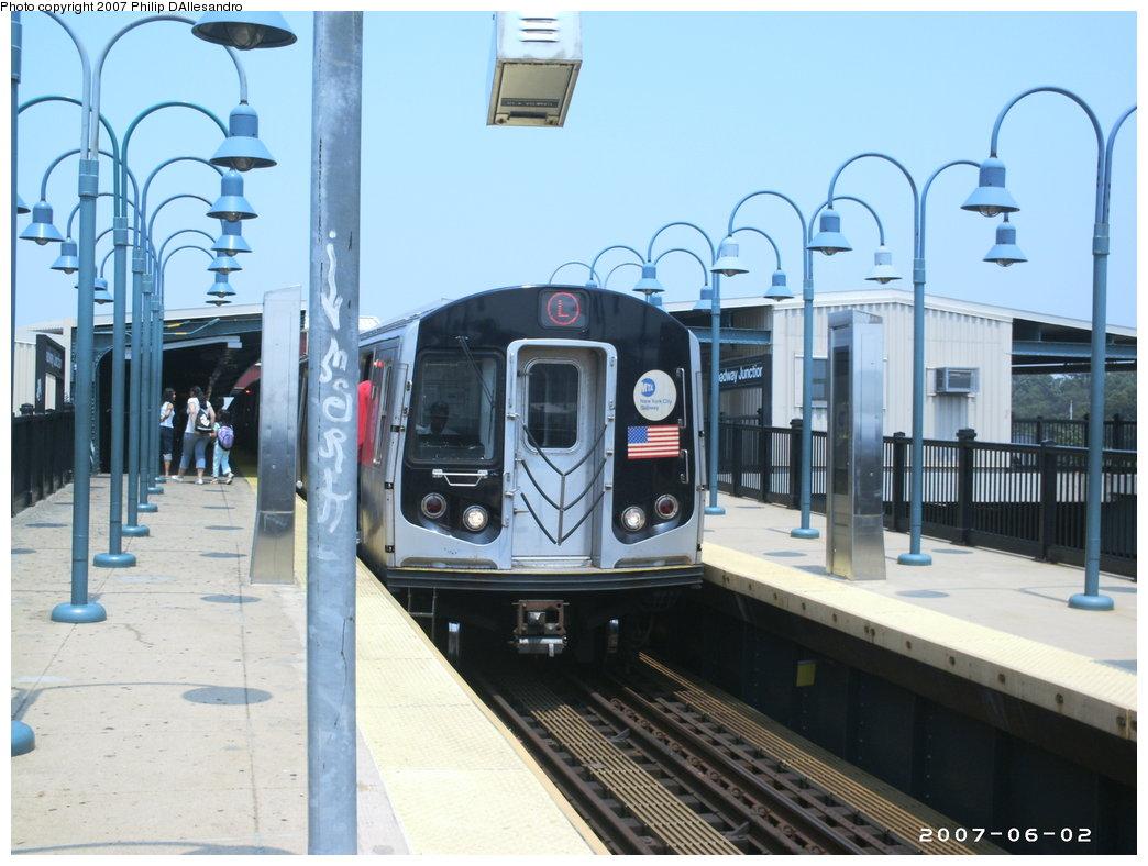 (163k, 1044x788)<br><b>Country:</b> United States<br><b>City:</b> New York<br><b>System:</b> New York City Transit<br><b>Line:</b> BMT Canarsie Line<br><b>Location:</b> Broadway Junction <br><b>Route:</b> L<br><b>Car:</b> R-143 (Kawasaki, 2001-2002)  <br><b>Photo by:</b> Philip D'Allesandro<br><b>Date:</b> 6/2/2007<br><b>Viewed (this week/total):</b> 0 / 2108