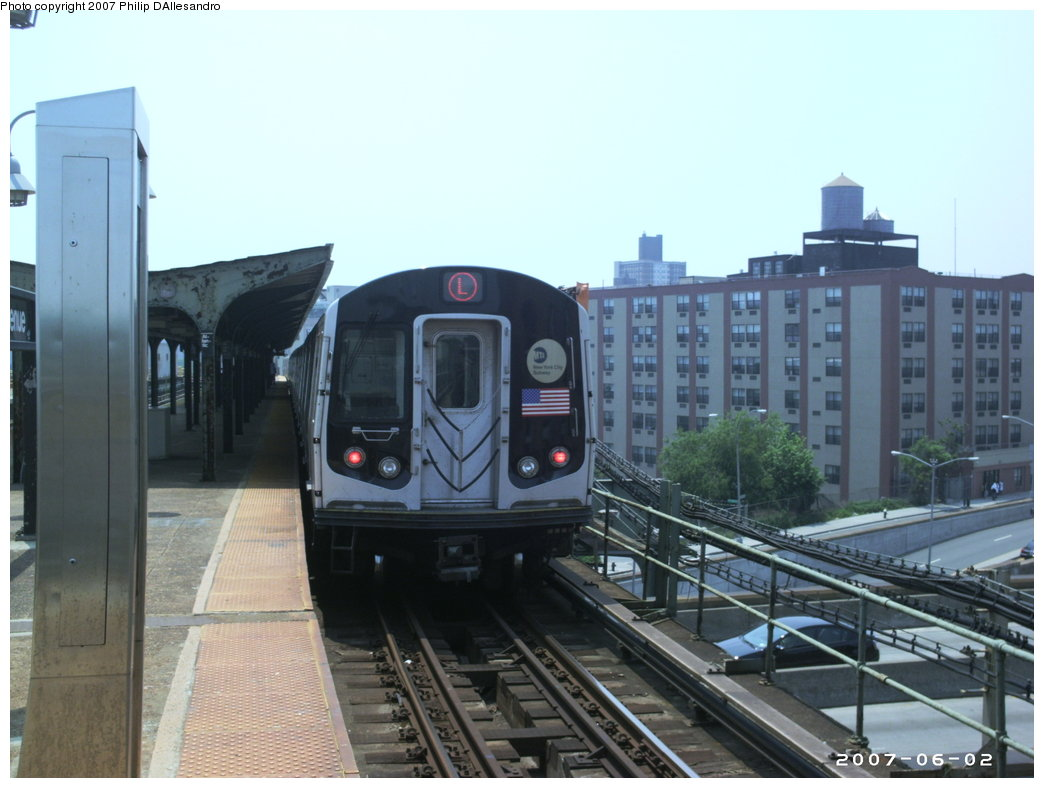 (144k, 1044x788)<br><b>Country:</b> United States<br><b>City:</b> New York<br><b>System:</b> New York City Transit<br><b>Line:</b> BMT Canarsie Line<br><b>Location:</b> Atlantic Avenue <br><b>Route:</b> L<br><b>Car:</b> R-143 (Kawasaki, 2001-2002) 8129 <br><b>Photo by:</b> Philip D'Allesandro<br><b>Date:</b> 6/2/2007<br><b>Viewed (this week/total):</b> 0 / 2086