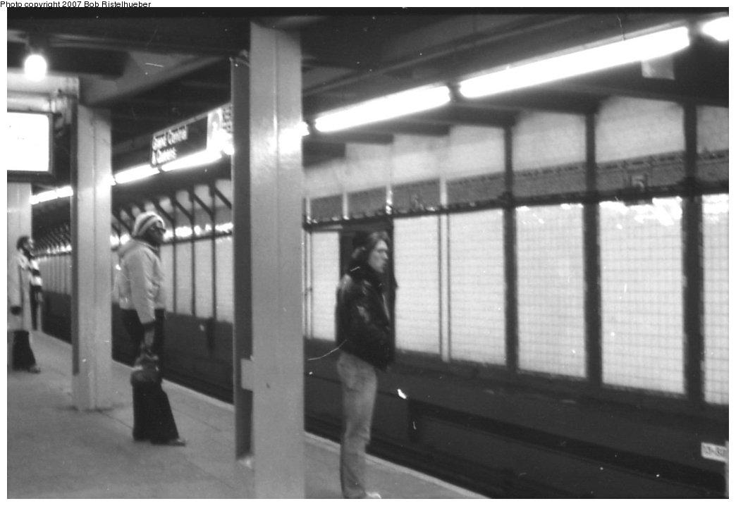 (98k, 1044x718)<br><b>Country:</b> United States<br><b>City:</b> New York<br><b>System:</b> New York City Transit<br><b>Line:</b> IRT Flushing Line<br><b>Location:</b> 5th Avenue <br><b>Photo by:</b> Bob Ristelhueber<br><b>Date:</b> 1979<br><b>Viewed (this week/total):</b> 6 / 2352
