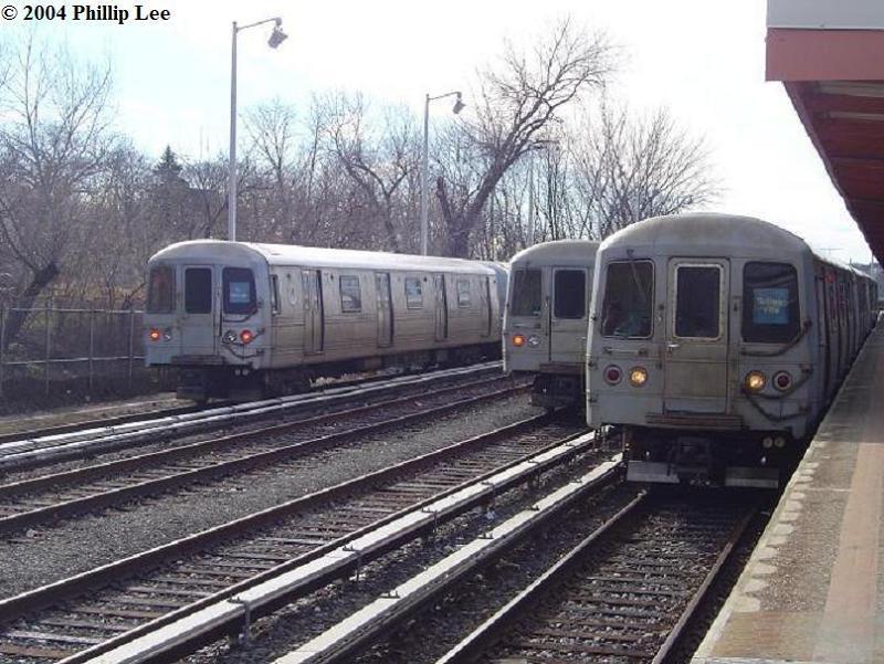 (92k, 800x601)<br><b>Country:</b> United States<br><b>City:</b> New York<br><b>System:</b> New York City Transit<br><b>Line:</b> SIRT<br><b>Location:</b> Tottenville <br><b>Car:</b> R-44 SIRT (St. Louis, 1971-1973)  <br><b>Photo by:</b> Phillip Lee<br><b>Date:</b> 1/4/2004<br><b>Viewed (this week/total):</b> 1 / 2401