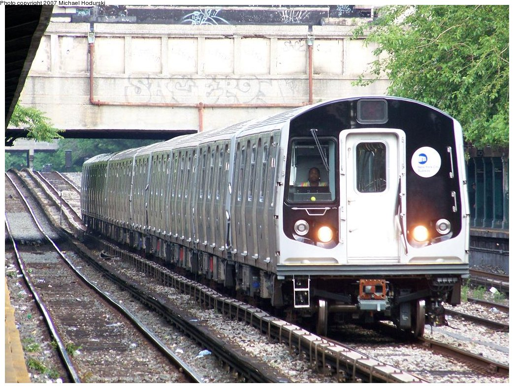 (255k, 1044x788)<br><b>Country:</b> United States<br><b>City:</b> New York<br><b>System:</b> New York City Transit<br><b>Line:</b> BMT Sea Beach Line<br><b>Location:</b> Fort Hamilton Parkway <br><b>Car:</b> R-160B (Kawasaki, 2005-2008)  8852 <br><b>Photo by:</b> Michael Hodurski<br><b>Date:</b> 6/5/2007<br><b>Viewed (this week/total):</b> 0 / 2148