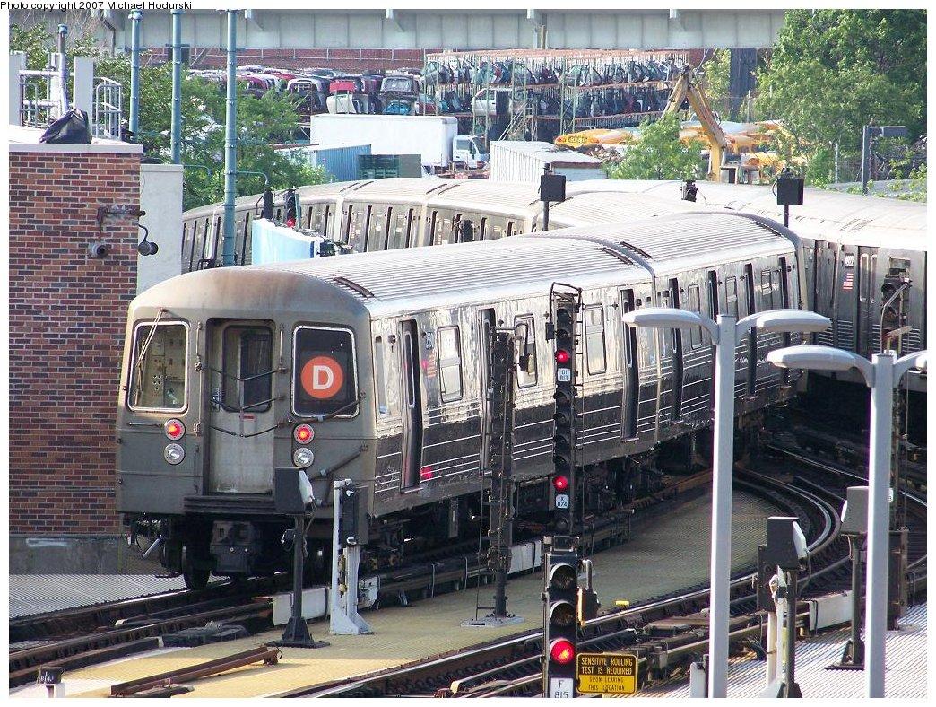 (284k, 1044x788)<br><b>Country:</b> United States<br><b>City:</b> New York<br><b>System:</b> New York City Transit<br><b>Location:</b> Coney Island/Stillwell Avenue<br><b>Route:</b> D<br><b>Car:</b> R-68 (Westinghouse-Amrail, 1986-1988)  2580 <br><b>Photo by:</b> Michael Hodurski<br><b>Date:</b> 6/5/2007<br><b>Viewed (this week/total):</b> 0 / 2245