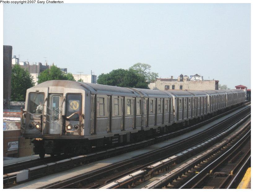 (90k, 820x620)<br><b>Country:</b> United States<br><b>City:</b> New York<br><b>System:</b> New York City Transit<br><b>Line:</b> BMT Astoria Line<br><b>Location:</b> 39th/Beebe Aves. <br><b>Route:</b> N<br><b>Car:</b> R-40 (St. Louis, 1968)  4411 <br><b>Photo by:</b> Gary Chatterton<br><b>Date:</b> 5/27/2007<br><b>Viewed (this week/total):</b> 0 / 1982