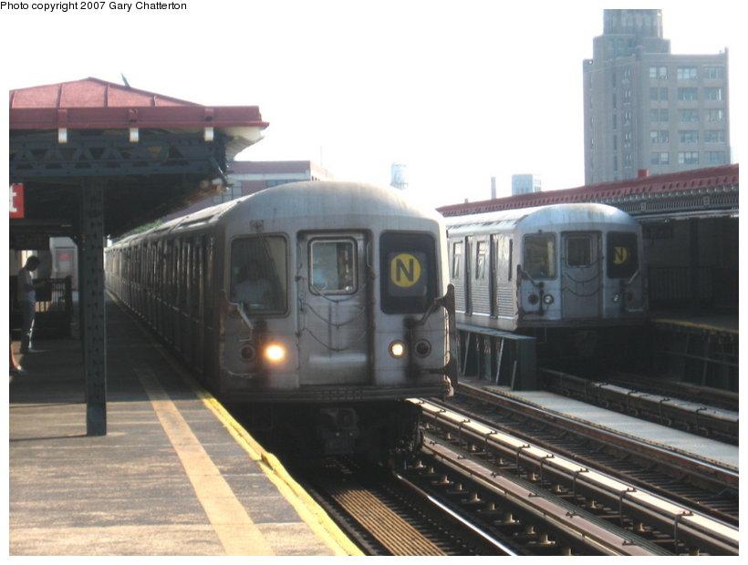 (87k, 820x620)<br><b>Country:</b> United States<br><b>City:</b> New York<br><b>System:</b> New York City Transit<br><b>Line:</b> BMT Astoria Line<br><b>Location:</b> 39th/Beebe Aves. <br><b>Route:</b> N<br><b>Car:</b> R-40M (St. Louis, 1969)  4537 <br><b>Photo by:</b> Gary Chatterton<br><b>Date:</b> 5/27/2007<br><b>Notes:</b> With R42 4945.<br><b>Viewed (this week/total):</b> 0 / 2247