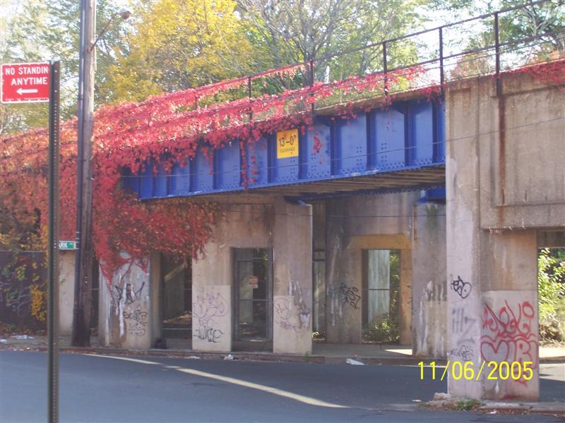 (92k, 800x600)<br><b>Country:</b> United States<br><b>City:</b> New York<br><b>System:</b> New York City Transit<br><b>Line:</b> SIRT North Shore Line<br><b>Location:</b> SIRT North Shore - Park & Church<br><b>Photo by:</b> Brian DeForest<br><b>Date:</b> 11/6/2005<br><b>Viewed (this week/total):</b> 0 / 2482