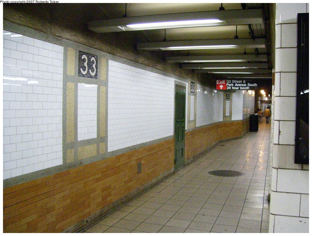 (214k, 1044x788)<br><b>Country:</b> United States<br><b>City:</b> New York<br><b>System:</b> New York City Transit<br><b>Line:</b> IRT East Side Line<br><b>Location:</b> 33rd Street <br><b>Photo by:</b> Roberto C. Tobar<br><b>Date:</b> 6/9/2007<br><b>Viewed (this week/total):</b> 1 / 1961