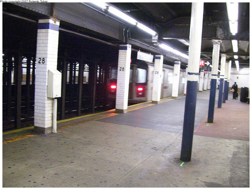 (242k, 1044x788)<br><b>Country:</b> United States<br><b>City:</b> New York<br><b>System:</b> New York City Transit<br><b>Line:</b> IRT East Side Line<br><b>Location:</b> 28th Street <br><b>Photo by:</b> Roberto C. Tobar<br><b>Date:</b> 6/9/2007<br><b>Viewed (this week/total):</b> 3 / 2987
