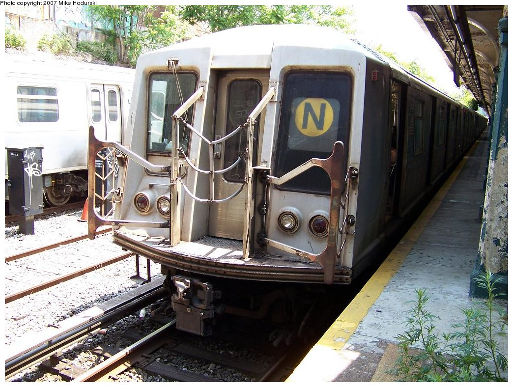 (245k, 1044x788)<br><b>Country:</b> United States<br><b>City:</b> New York<br><b>System:</b> New York City Transit<br><b>Line:</b> BMT Sea Beach Line<br><b>Location:</b> 20th Avenue <br><b>Route:</b> N<br><b>Car:</b> R-40 (St. Louis, 1968)  4393 <br><b>Photo by:</b> Michael Hodurski<br><b>Date:</b> 6/7/2007<br><b>Viewed (this week/total):</b> 0 / 1739