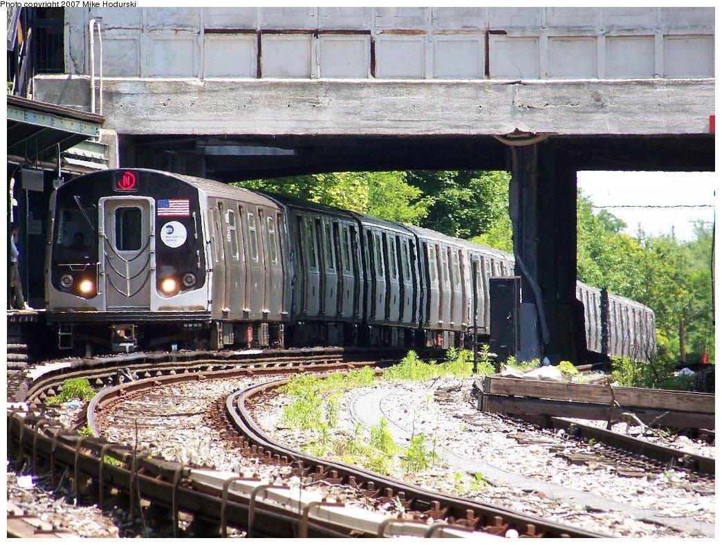 (284k, 1044x788)<br><b>Country:</b> United States<br><b>City:</b> New York<br><b>System:</b> New York City Transit<br><b>Line:</b> BMT Sea Beach Line<br><b>Location:</b> 8th Avenue <br><b>Route:</b> N<br><b>Car:</b> R-160A-2 (Alstom, 2005-2008, 5 car sets)  8662 <br><b>Photo by:</b> Michael Hodurski<br><b>Date:</b> 6/7/2007<br><b>Viewed (this week/total):</b> 0 / 2188