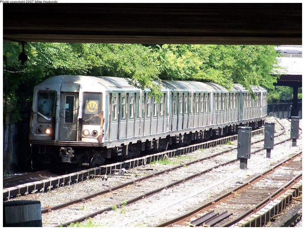 (289k, 1044x788)<br><b>Country:</b> United States<br><b>City:</b> New York<br><b>System:</b> New York City Transit<br><b>Line:</b> BMT Sea Beach Line<br><b>Location:</b> Fort Hamilton Parkway <br><b>Route:</b> W<br><b>Car:</b> R-40 (St. Louis, 1968)  4408 <br><b>Photo by:</b> Michael Hodurski<br><b>Date:</b> 6/7/2007<br><b>Viewed (this week/total):</b> 0 / 2287