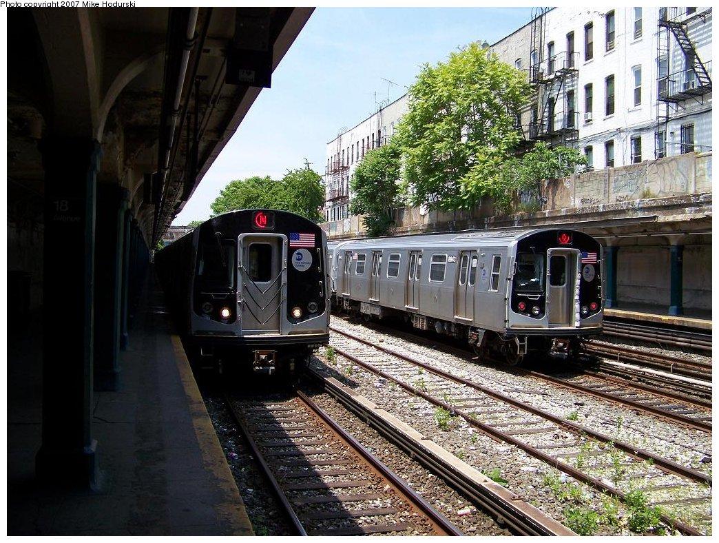 (264k, 1044x788)<br><b>Country:</b> United States<br><b>City:</b> New York<br><b>System:</b> New York City Transit<br><b>Line:</b> BMT Sea Beach Line<br><b>Location:</b> 18th Avenue <br><b>Route:</b> N<br><b>Car:</b> R-160B (Kawasaki, 2005-2008)  8728 <br><b>Photo by:</b> Michael Hodurski<br><b>Date:</b> 6/7/2007<br><b>Notes:</b> With R160B 8843 on test track.<br><b>Viewed (this week/total):</b> 2 / 2129