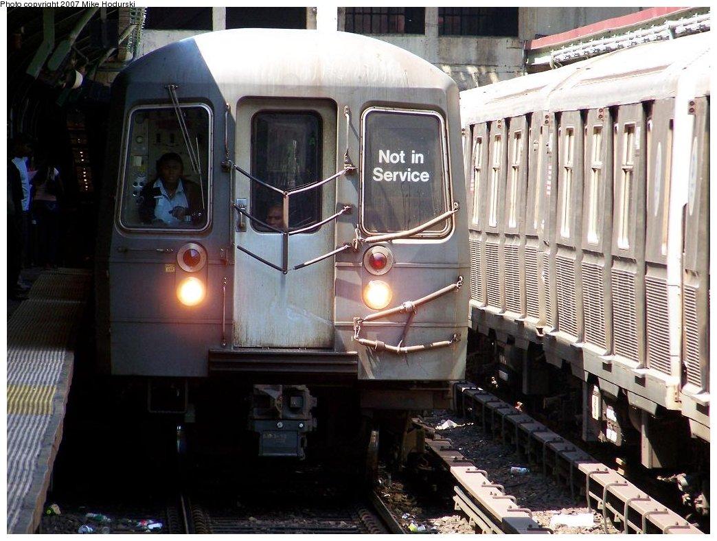 (193k, 1044x788)<br><b>Country:</b> United States<br><b>City:</b> New York<br><b>System:</b> New York City Transit<br><b>Line:</b> BMT Brighton Line<br><b>Location:</b> Prospect Park <br><b>Route:</b> Q<br><b>Car:</b> R-68A (Kawasaki, 1988-1989)  5008 <br><b>Photo by:</b> Michael Hodurski<br><b>Date:</b> 6/7/2007<br><b>Viewed (this week/total):</b> 1 / 2337