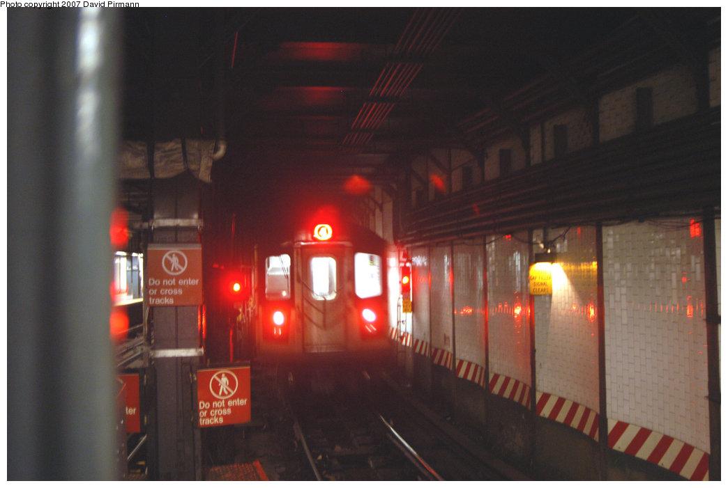 (154k, 1044x701)<br><b>Country:</b> United States<br><b>City:</b> New York<br><b>System:</b> New York City Transit<br><b>Line:</b> IRT East Side Line<br><b>Location:</b> 14th Street/Union Square <br><b>Route:</b> 4<br><b>Car:</b> R-142 or R-142A (Number Unknown)  <br><b>Photo by:</b> David Pirmann<br><b>Date:</b> 6/9/2007<br><b>Viewed (this week/total):</b> 1 / 4251